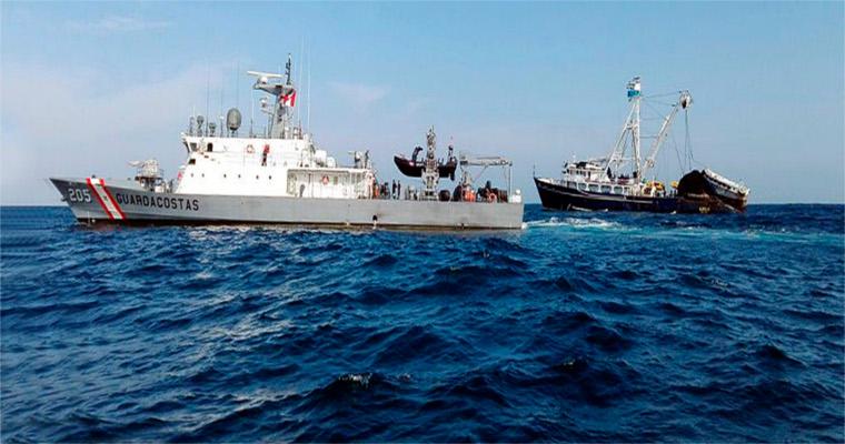 Ministerio de la Producción y Dicapi intervienen cuatro embarcaciones ecuatorianas e incautan más de 550 toneladas de bonito